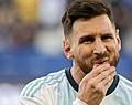 Début de bagarre entre Messi et Cavani. -