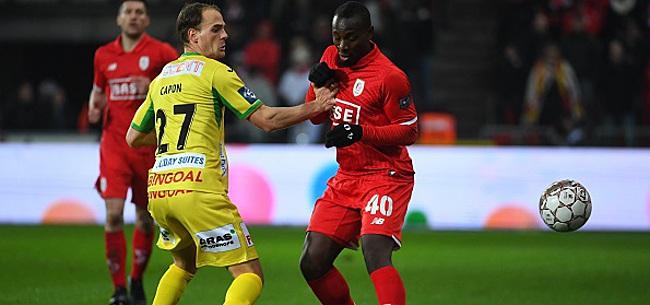 Foto: Dejaegere accuse un défenseur de se laisser tomber: