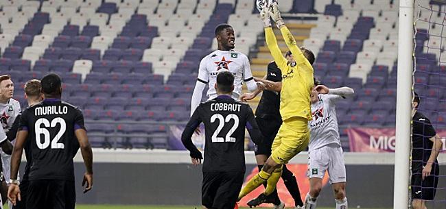 Foto: Cet Anderlechtois n'a pas les mains libres